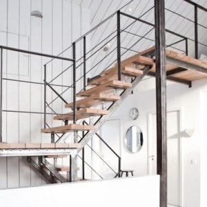 Металлические каркасы для лестницы