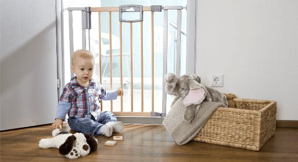 Как обезопасить ребенка дома?