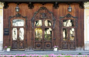metal-wood-exterior-doors-vintage-style-antique-11