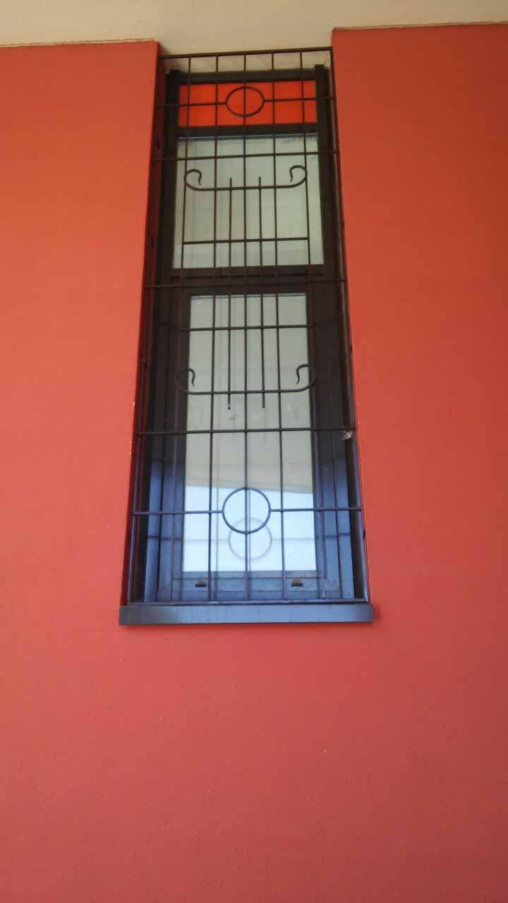 Новая работа — решетки на окна для высоких и узких окон