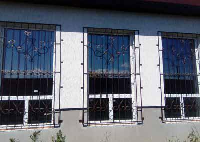 Решетка на высокое окно