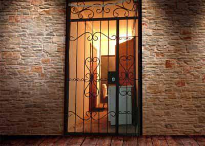 Решетчатые двери, по адресу проспект Лесной, 5 этаж