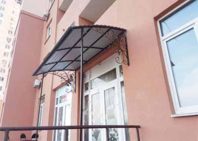 Входная группа — козырек для салона красоты на улице Крушельницкой 15