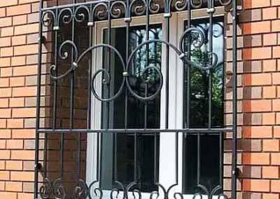 Решетка на окно с элементами ковки 20.03.19
