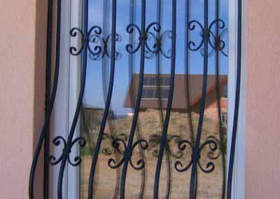 Луковичная решетка на кухонное окно частного дома 08.04.19