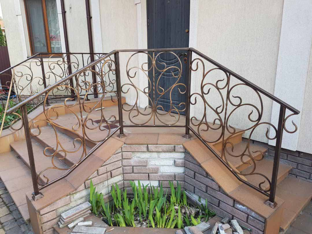 Перила и балконные ограждения для частного дома