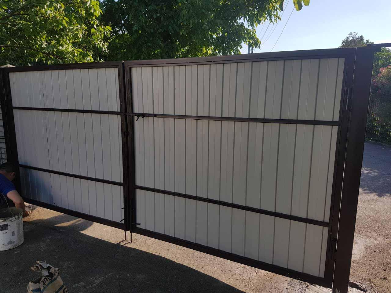 Ворота из профнастила для дачи с калиткой - вид изнутри от 08.06.19