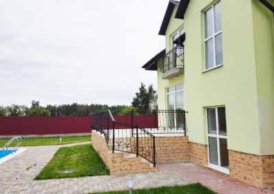 balkoni-perila-dlya-chastnogo-doma (10)