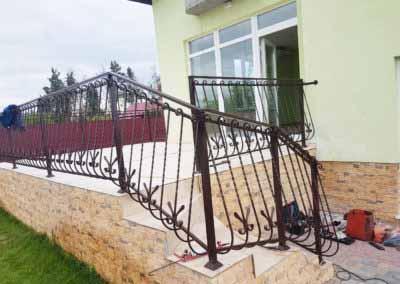balkoni-perila-dlya-chastnogo-doma (16)