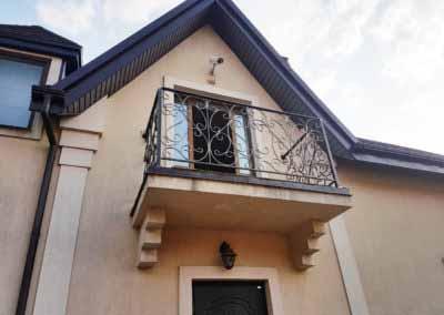 balkoni-perila-dlya-chastnogo-doma (2)