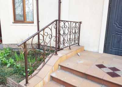 balkoni-perila-dlya-chastnogo-doma (3)