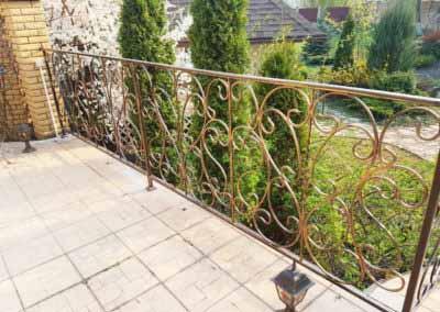 balkoni-perila-dlya-chastnogo-doma (4)