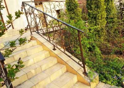 balkoni-perila-dlya-chastnogo-doma (6)