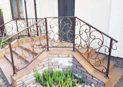 balkoni-perila-dlya-chastnogo-doma (8)