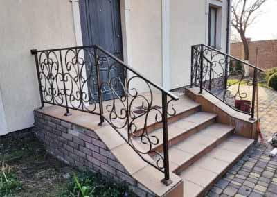 balkoni-perila-dlya-chastnogo-doma (9)