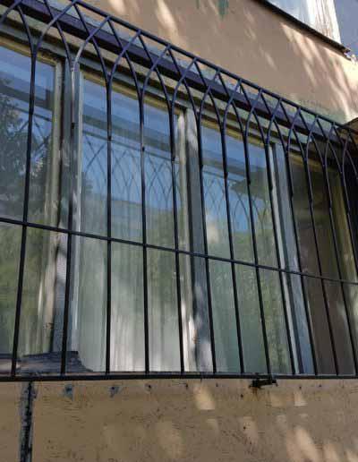 pryamaya-reshetka-na-okno-v-goticheskom-stile (1)