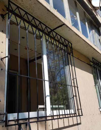 pryamaya-reshetka-na-okno-v-goticheskom-stile (2)