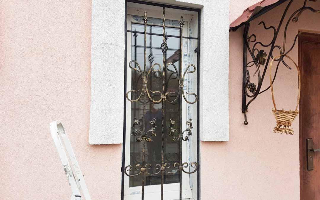 Решетка на окно с элементами ковки от 22.10.19 (артикул 221019)