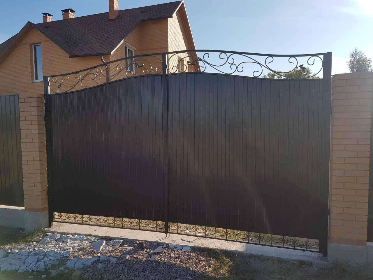vorota-iz-profnastila-s-kovkoj-ot-02-10-19 (5)