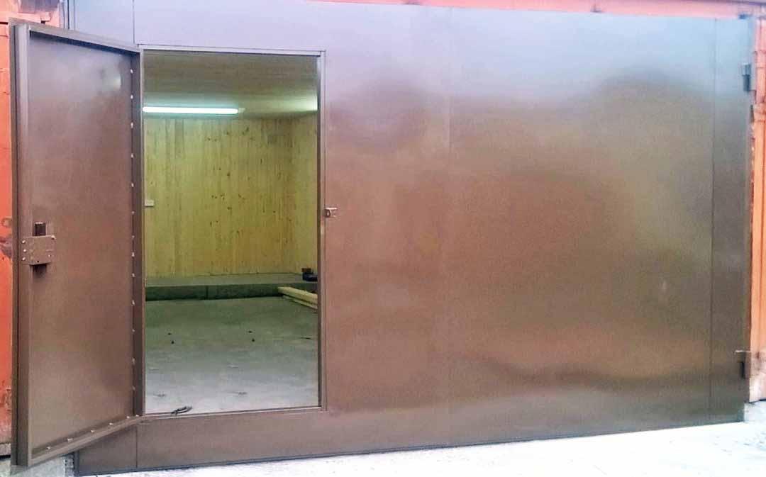 Ворота металлические для гаража с калиткой
