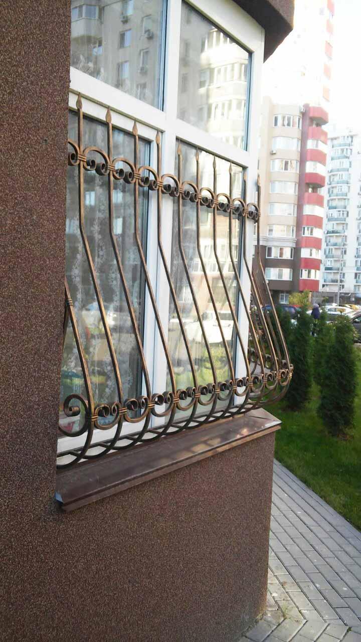 lukovichnaya-reshetka-na-polovinu-okna-ot-08-11-19-artikul-81119