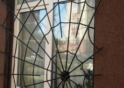 Решетка на окно в форме паутинки (артикул 21119)