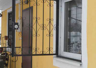 Решетка на окно с открыванием от 02.01.20  (артикул 020120)